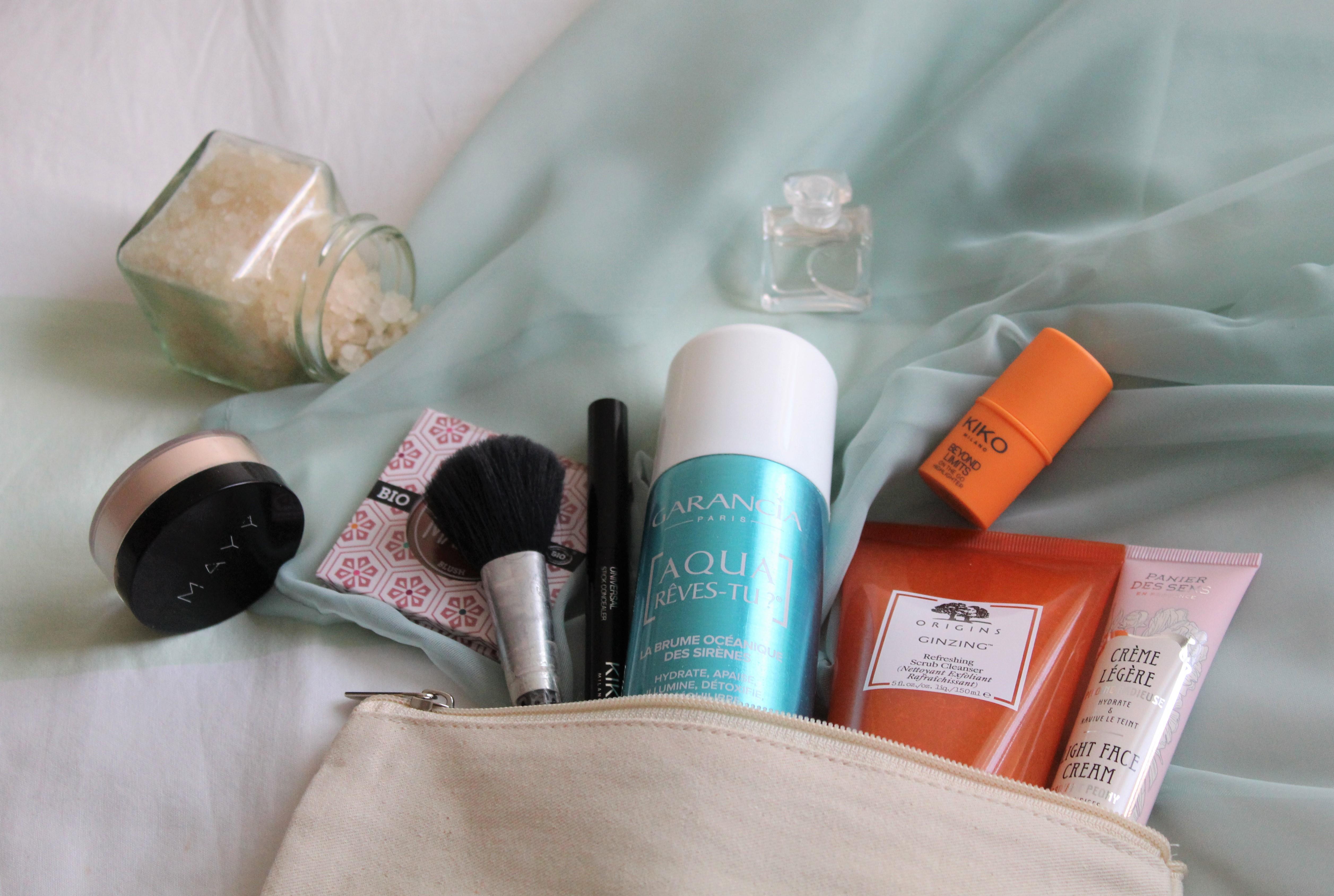 Trousse maquillage avec soins visage