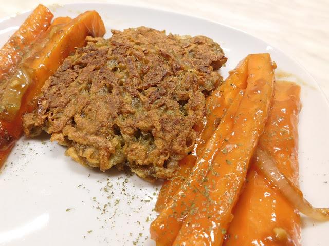 Rösti vegan, gebratene Möhren, mit Sojasauce,Sojasauce Asiate