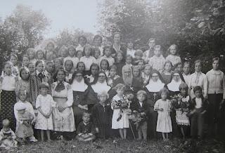 Митрополит Андрей Шептицький у дитячому сиротинці Сестер Служебниць (СНДМ).