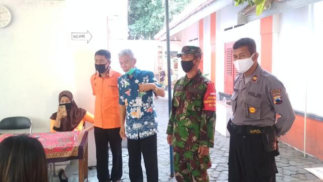Babinsa Koramil 04/Pedan Bersama Bhabinkamtibmas Melaksankan Pengamanan BST