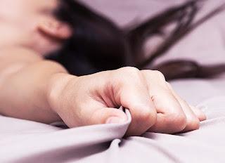 Cara Tips Teknik Membuat Perempuan Orgasme Dengan Menghisap Paudara