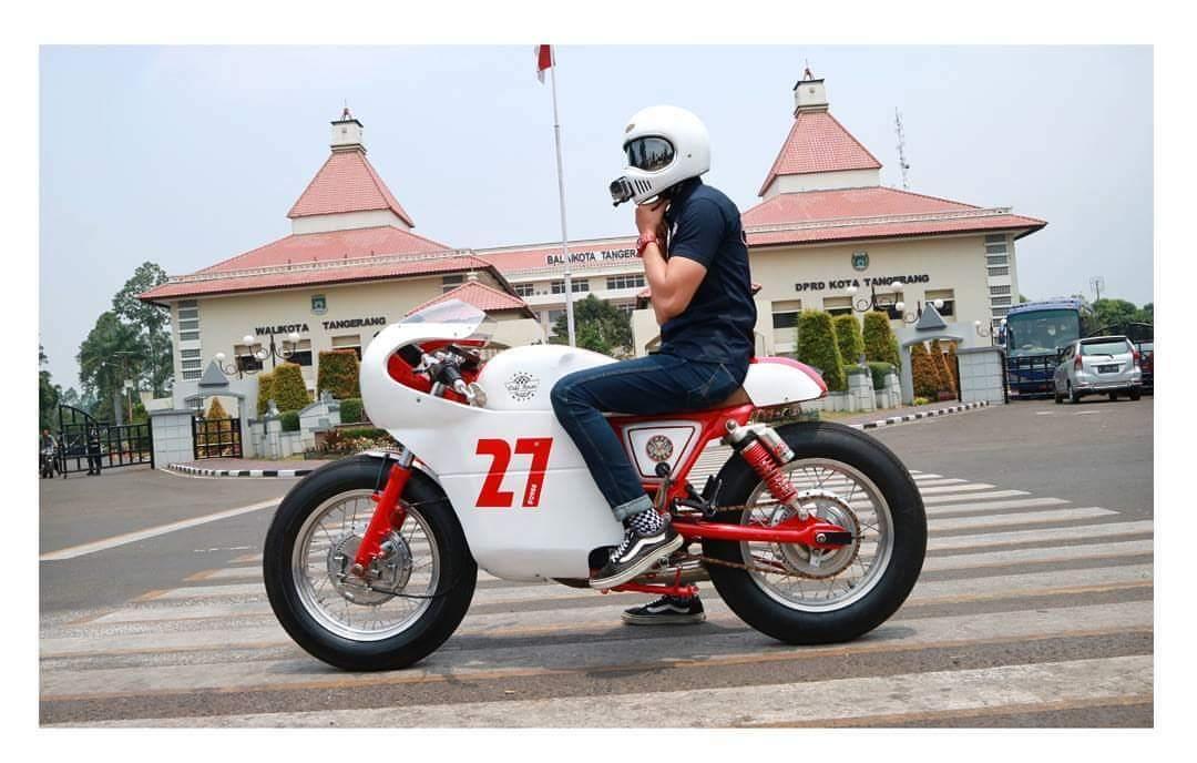 Yamaha Scorpio Custom Triumph Truxton