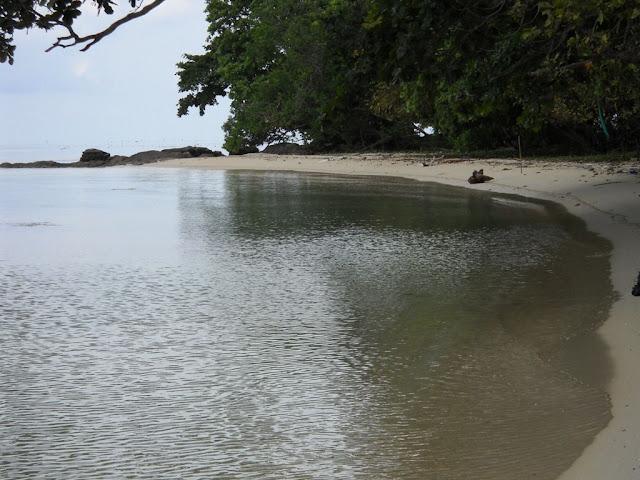 Pantai Batu Putih Kemujan