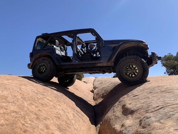 Jeep Wrangler potencializa capacidade off-road com ack Xtreme Recon