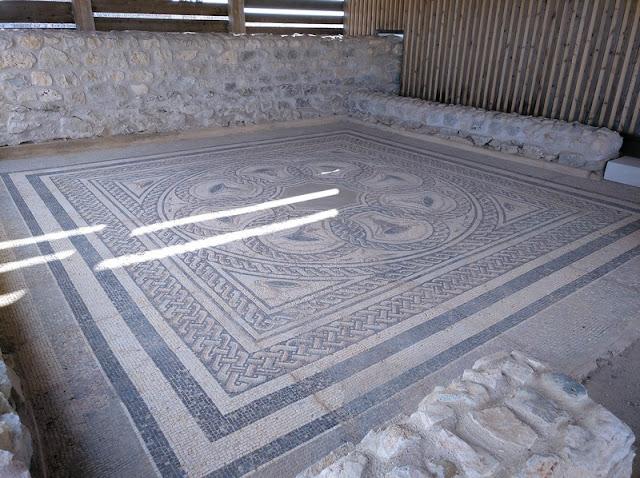 Mosaico en la Casa número 3 de Clunia