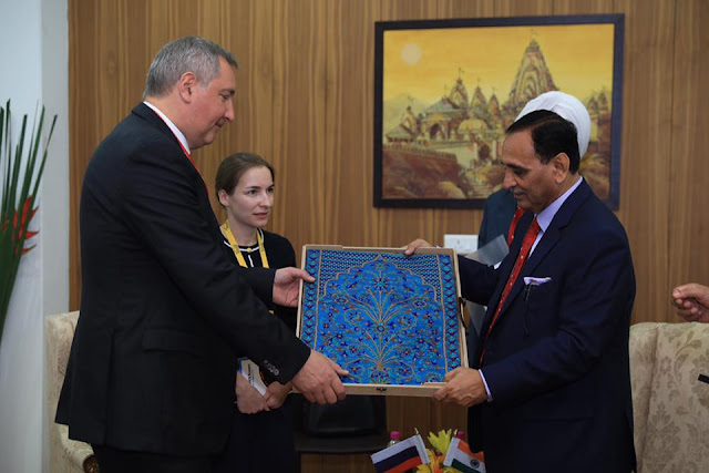 Mr. Dmitry Rogozin, Hon. Deputy Prime Minister and Deputy Chairman of the Government, Russia with Hon. Chief Minister of Gujarat