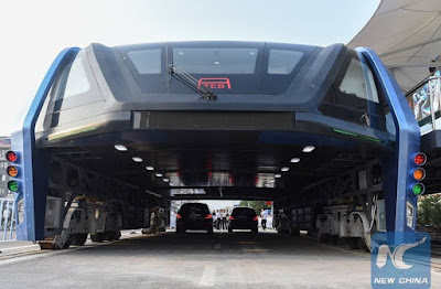 China Builds World's First Elevated Bus