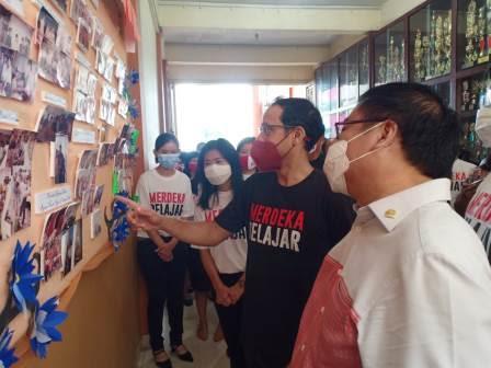 Kagumi Sekolah Sultan Iskandar Muda, Menteri Nadiem: Terimakasih Pak Tan Sudah Menjadi Guru Saya
