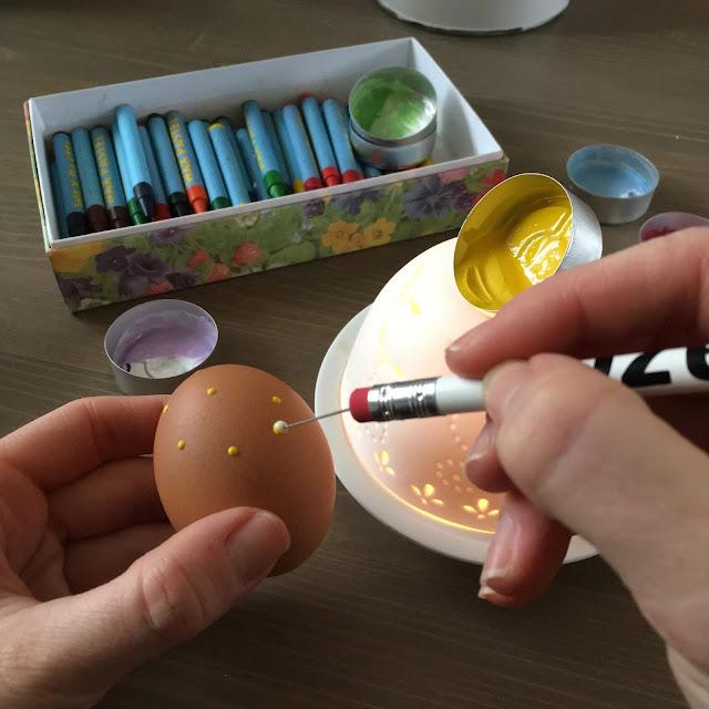 zdobení vajíček voskem