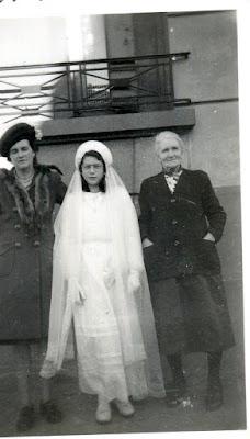Ancienne Photo de famille : Communiante
