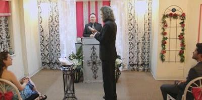 OMG: man marries smartphone in church