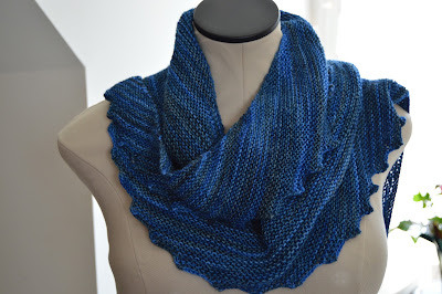 hand knit Hitchhiker scarf http://www.ravelry.com/projects/jeanniegrayknits/hitchhiker