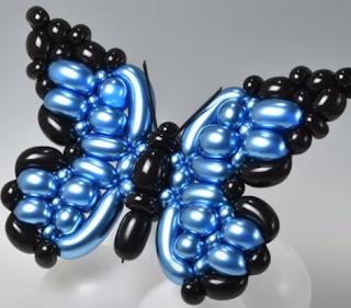 Aufwendige Ballonmodellage eines Schmetterlings.