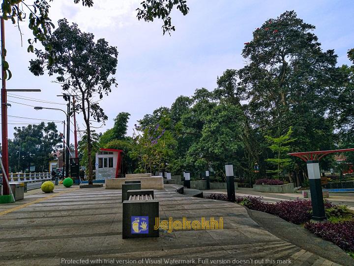 Alun-Alun Regol Pasirluyu Bandung, Wisata Gratis Bermain Dan Berenang Anak
