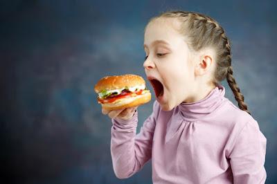Memakan terlalu banyak lemak dan gula ketika kecil dapat mengubah mikrobiome anda seumur hidup