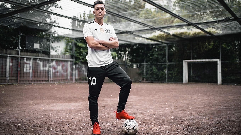 e26c3dacad E MAIS  Os novos produtos da seleção alemã para Copa das Confederações 2017.  Agora sim! Saiu a nova camisa da Alemanha ...