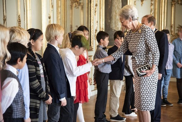 Princess Benedikte met with exchange students from Greenland and their Danish hosts from Gentofte Municipality. Benedikte wore print dress