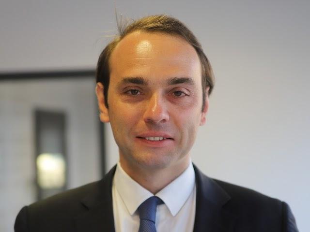Lefejezéssel fenyegetik a francia polgármestert