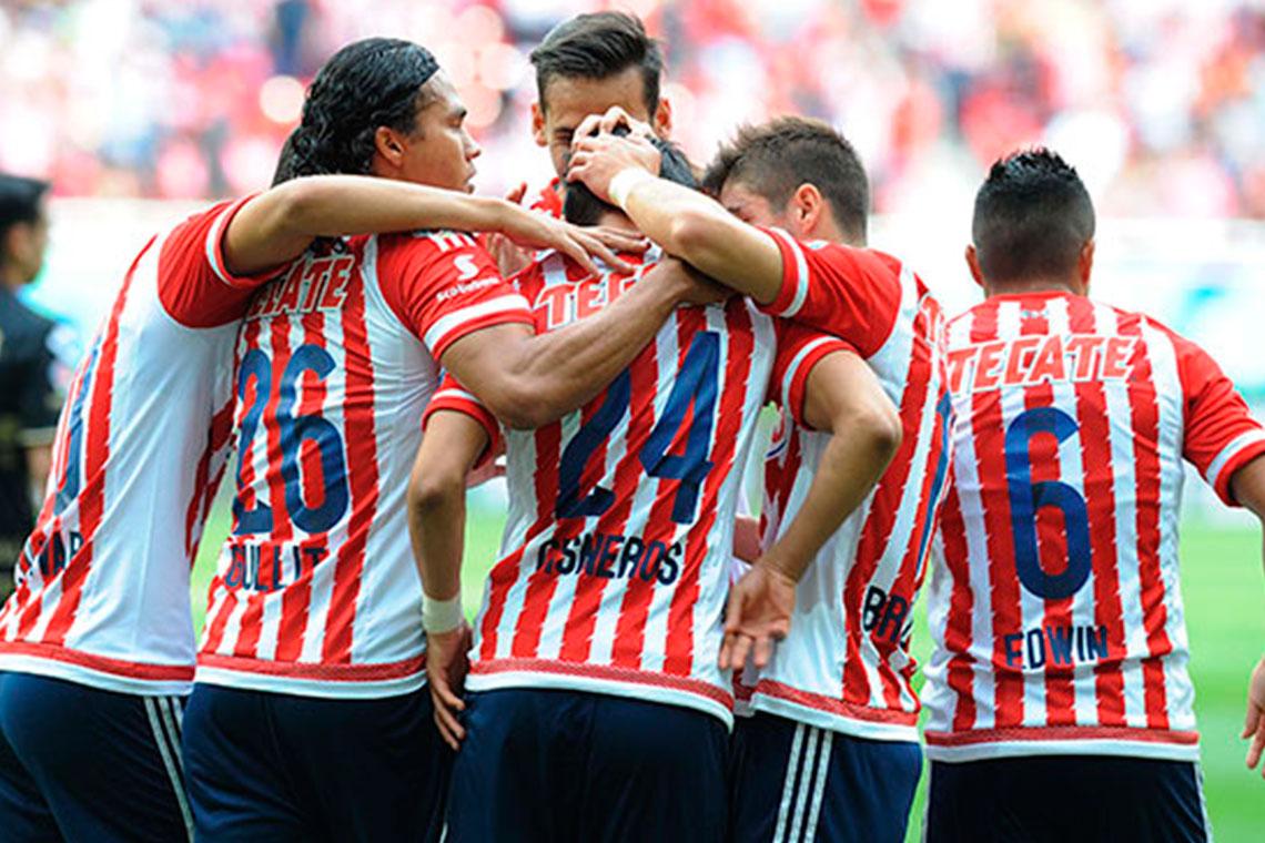 Jugadores de Chivas en el Clausura 2016.