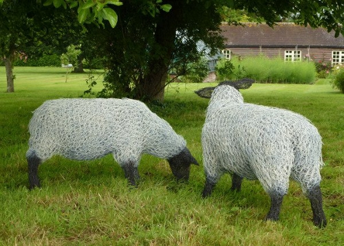 16-Sheep-Barry-Sykes-Sculptures-of-Animals-in-Wire-www-designstack-co