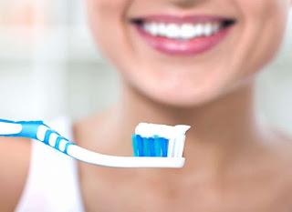 أفضل معجون لتبييض الأسنان بسرعة