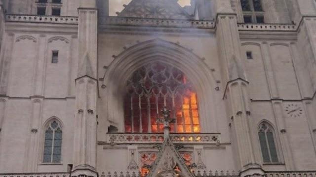 La catedral gótica de Nantes ya se vio afectada por incendio voluntario