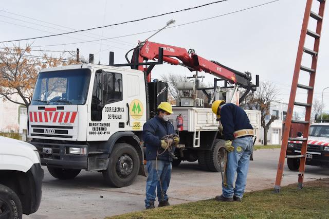 Se coloca un nuevo transformador para la alimentación eléctrica del Hospital municipal