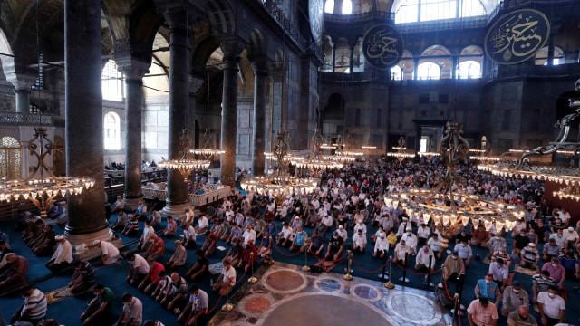 Ribuan Orang Ikut Serta di Shalat Idul Adha Perdana di Hagia Sophia