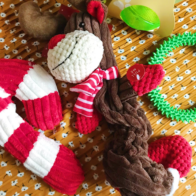 Candy cane dog toy, reindeer rope toy, chew rubber ring, light up ball