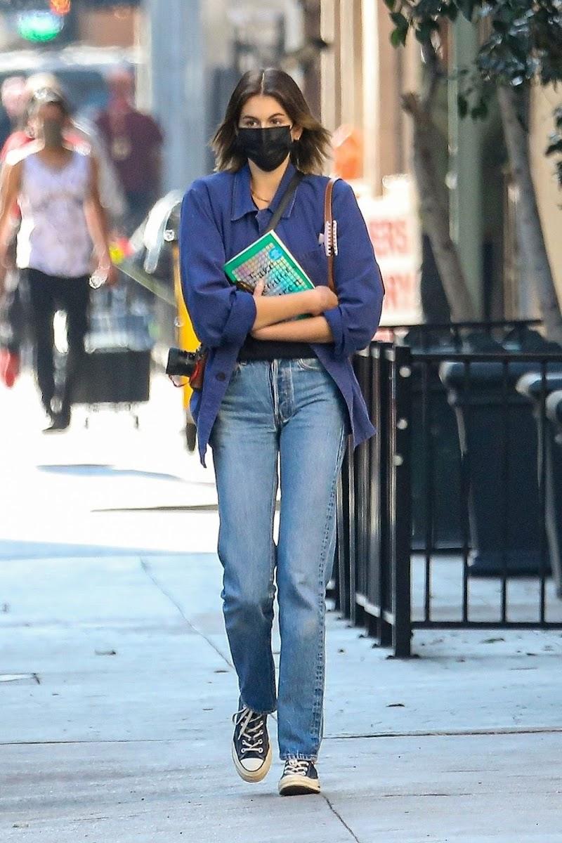 Kaia Gerber Clciked in DEnim Leaves The Last Bookstore in Los Angeles 10 Dec-2020