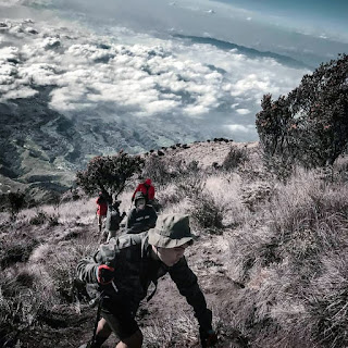 Tips Cara Turun Gunung dengan Benar, Supaya terhindar dari cedera