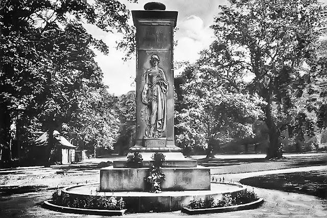 Whitehaven War Memorial, 1925