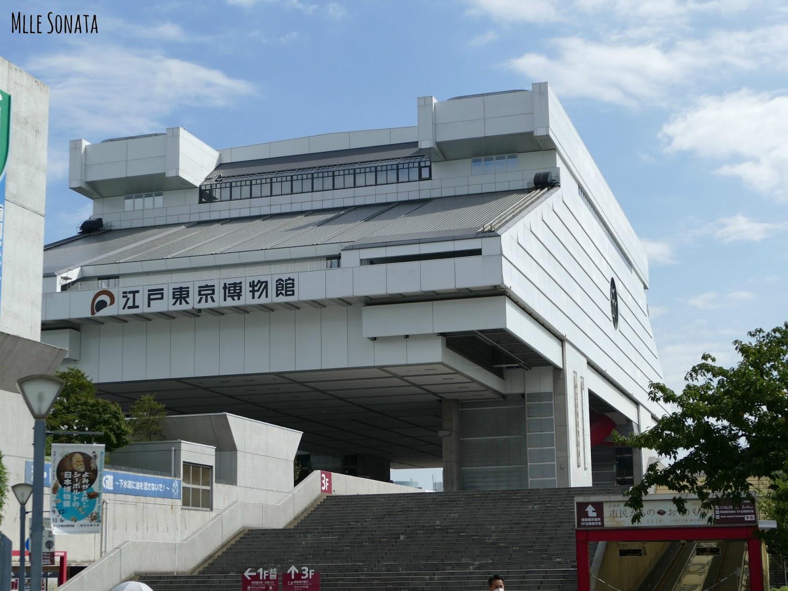Superbe musée Edo Tokyo. A voir absolument. Guide francophone bénévole. Nous avons passé plus de 3h dans le musée et on ne s'est pas ennuyé une seule seconde. La guide japonaise était adorable. L'un de nos meilleurs moments.
