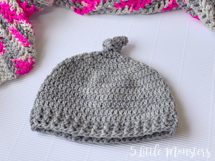 5 Little Monsters: Top Knot Crocheted Baby Hat