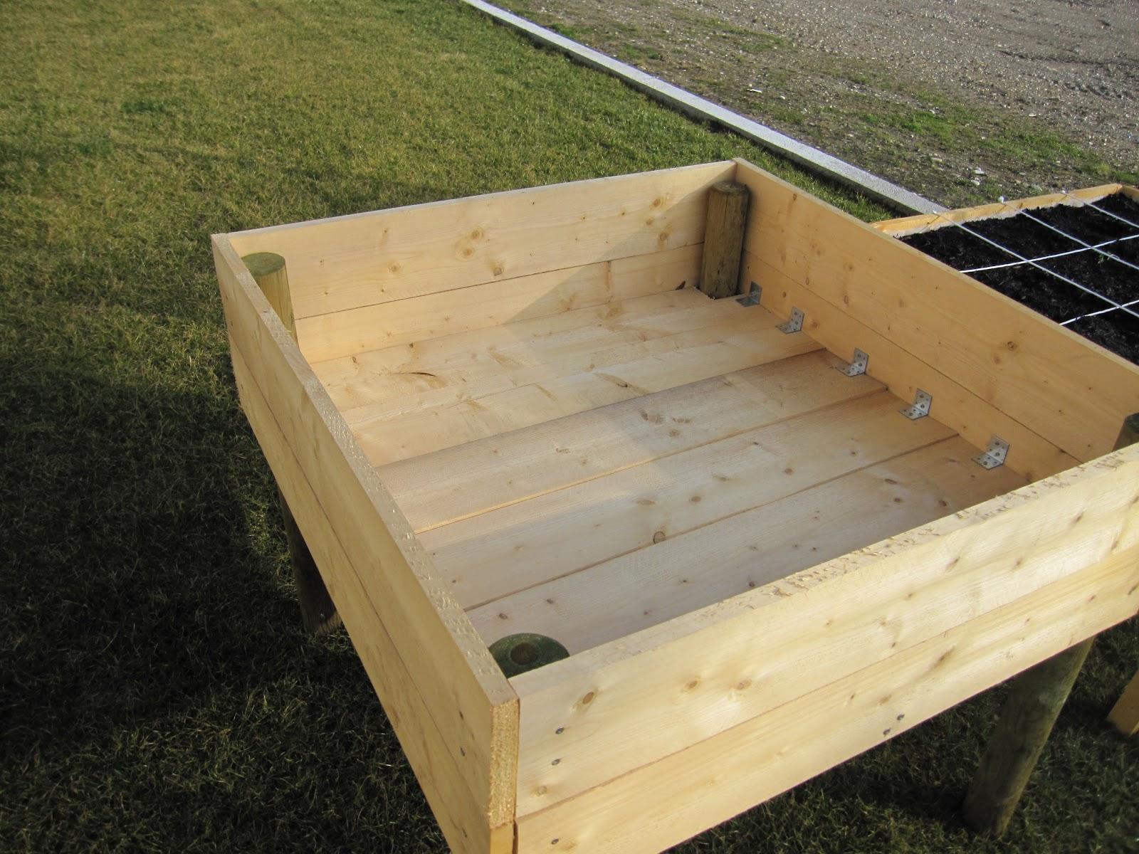 potager carr sur lev ou sur pilotis la construction. Black Bedroom Furniture Sets. Home Design Ideas