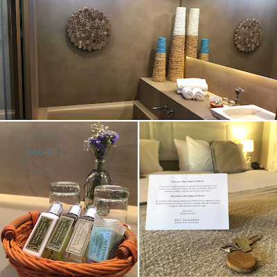 détails de la chambre et de sa salle de bain au Mas Salagros