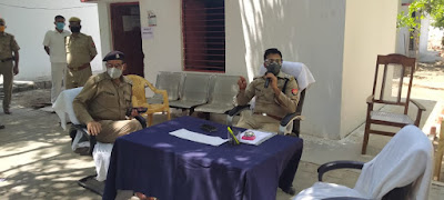 अधिकारी /कर्मचारीगण/रिक्रूट आरक्षियों, को कोरोना वायरस के संक्रमण से बचाव एवं रोकथाम हेतु  निर्देशित किया  - पुलिस अधीक्षक जालौन   Directed officers/staff/recruiters to prevent and prevent coronavirus infection - Superintendent of Police Jalaun    संवाददाता, Journalist Anil Prabhakar.                 www.upviral24.in