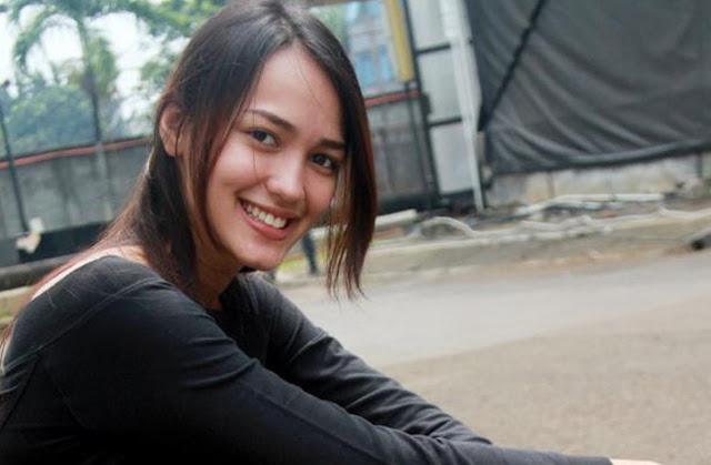 Kaget Syuting Stripping, Melayu Nicole Merasa Tak Punya Kehidupan