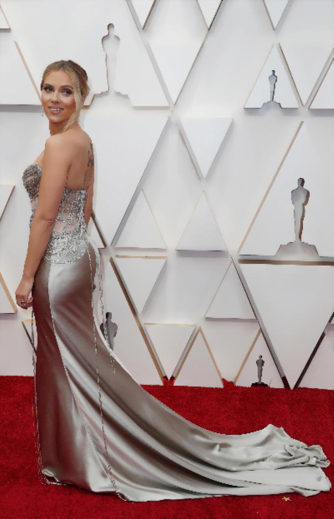 Scarlett Johansson Hot Look