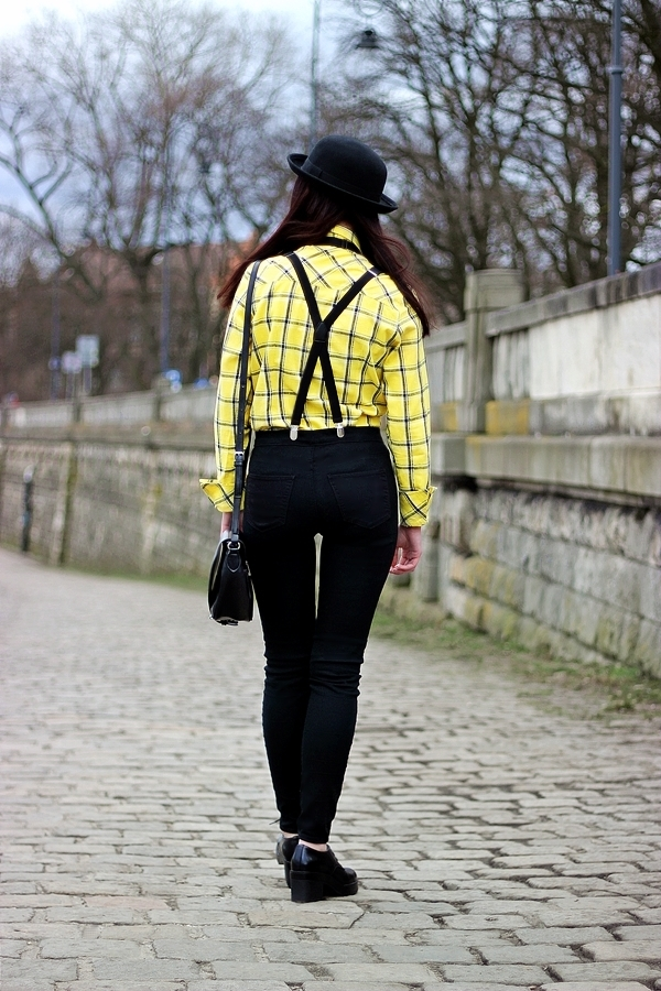 mucha i szelki stylizacja damska Kraków melonik moda z Krakowa Bulwar Podolski