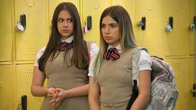Foto: Tania e Clara olhando com cara de espanto: Noobees