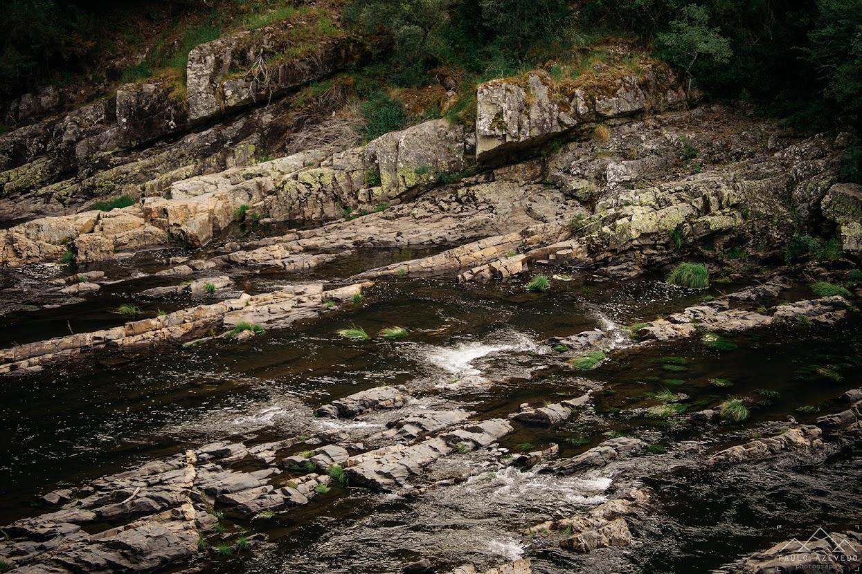 Rochas no rio Paiva