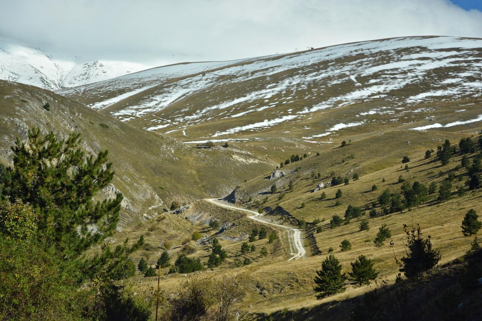 Вид на долину с горы Гран Сассо, вершина Кампо Императореледник Гран Сассо Италия