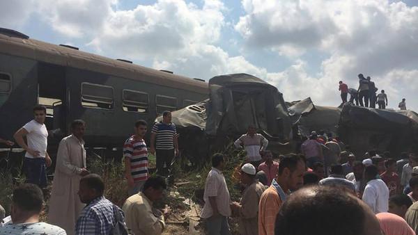 صور حادث قطار الأسكندرية اليوم
