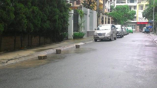 Người Sài Gòn chống đậu xe trước nhà!