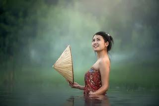 mutlu kadın güzeldir