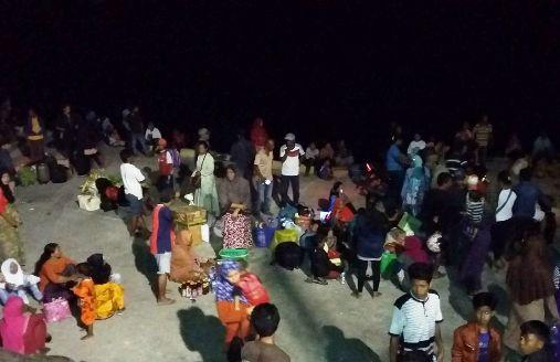 Dinas Sosial ,Selayar, Drop Logistik, Bantu Penumpang, KM.Adi Nusantara