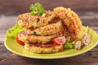 Vegetarian burger with guacamole