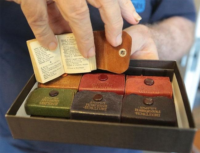 10-Jozsef-Tari-Private-Collection-of-5200-Miniature-Books-www-designstack-co