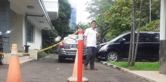 Empat Mobil KPK Sambangi Kantor KPU RI, Geledah?